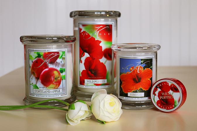 Zum Muttertag: 20 % Online-Rabatt auf Cortland Apple, Hibiscus und Wild Poppies von Kringle Candle