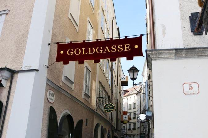 American Heritage kommt nach Österreich: Goldgasse in Salzburg