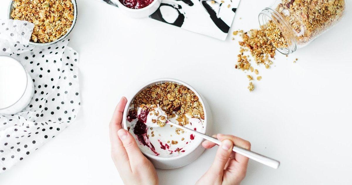 Leckere Bowl mit Fruchtsirup von Blackberry Patch